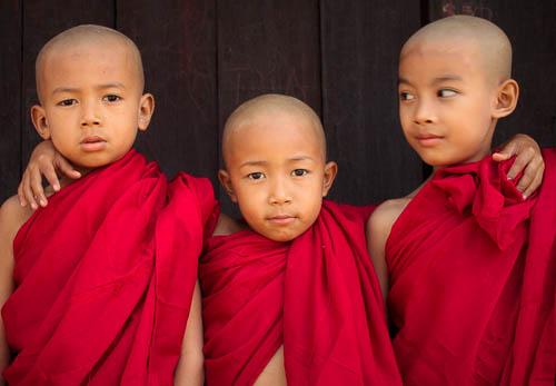 140108- Myanmar - Mandalay - Young Monks 2